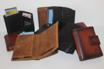 Purses & Credit Card Holders